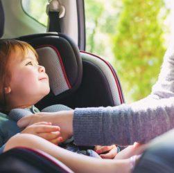 Enfant en voiture